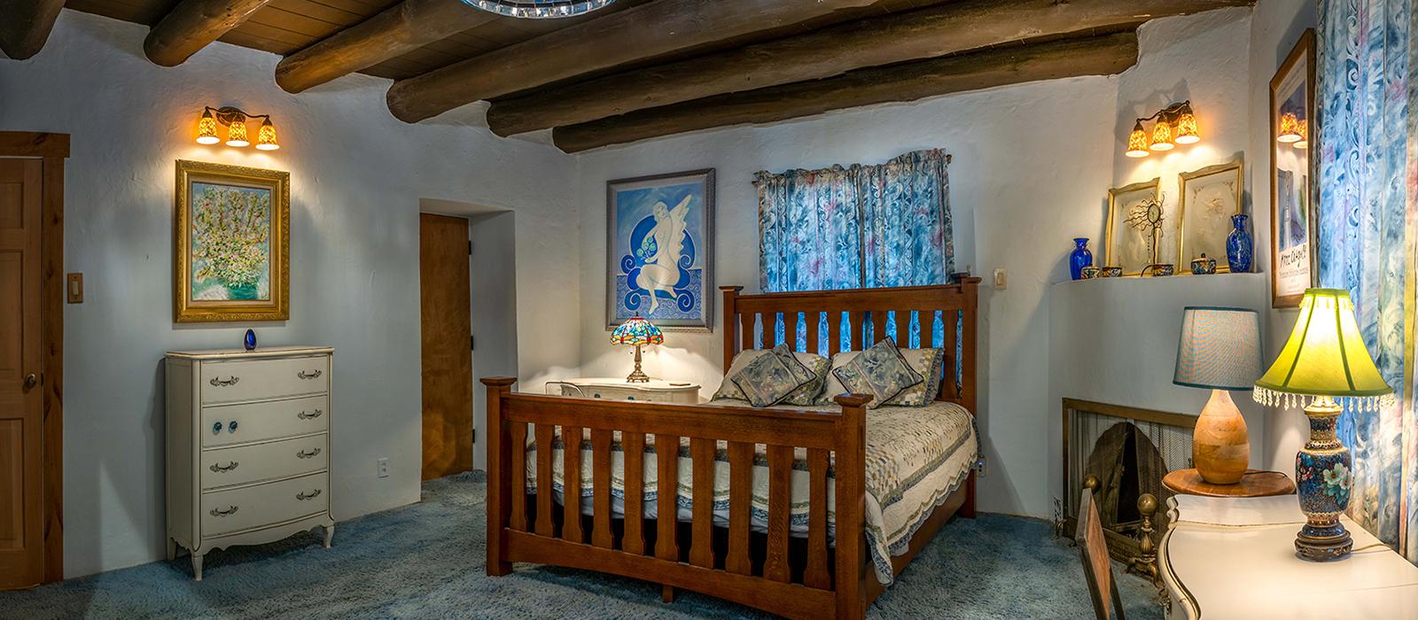 1600x700-housing-blueroom-right