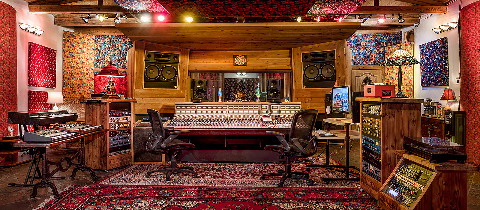 1600x700-studio-adobe-contolroom-front