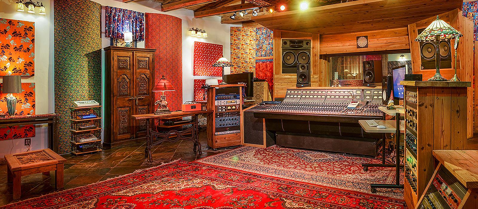1600x700-studio-adobe-contolroom-right