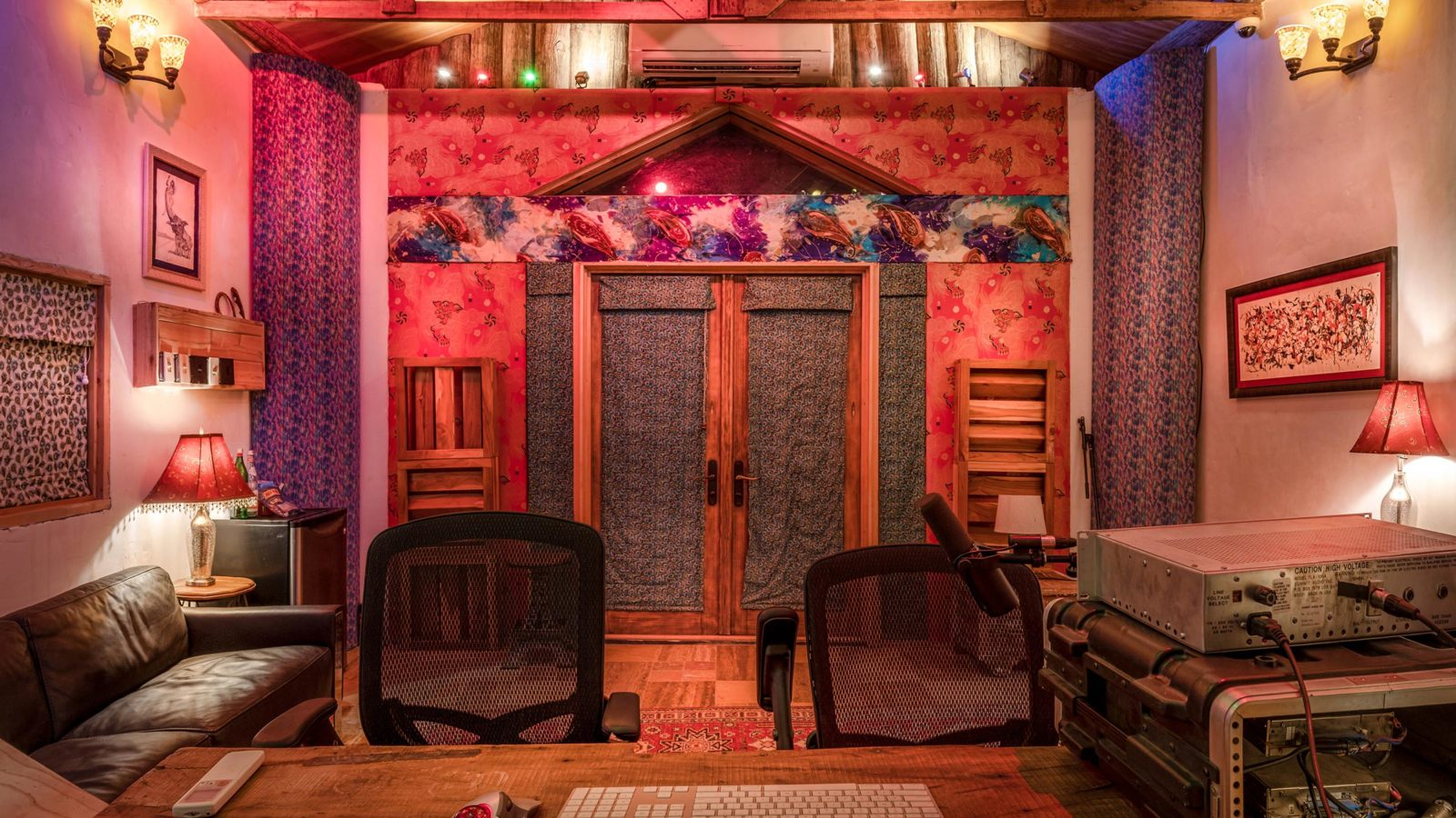 Studio Adobe Bungalow from front