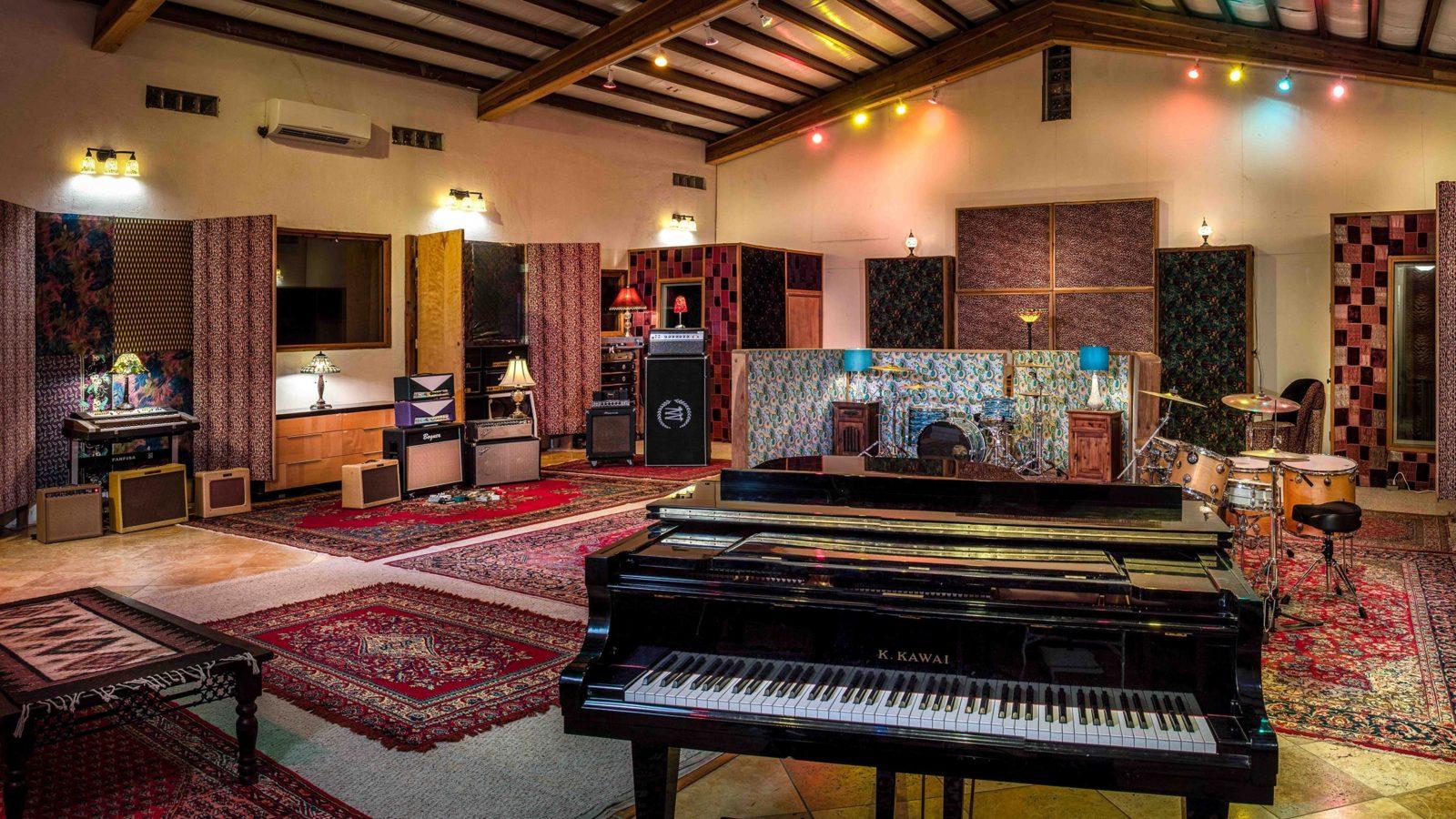 Studio Neve - Tracking Room grand piano